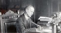 Kazimierz Kostanecki wswoim gabinecie